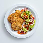 Hähnchenschnitzel sizilianische Art mit mediterranem Salat