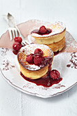 Cheesecakes with raspberry sauce