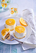 Small cheesecakes with orange