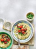 Risotto mit Cheddar, Frühlingszwiebeln und Balsamico-Tomaten