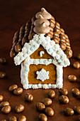 Weihnachtliches Lebkuchenhaus mit Schokolade