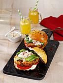 Vegetarischer Kidneybohnen-Burger mit Wasabi-Mayonnaise