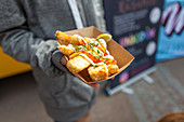 Deep-fried halloumi with mayonnaise and chilli sauce