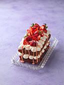 Victoria Sponge Kastenkuchen mit Erdbeeren