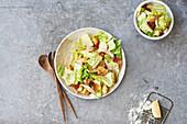 Cäsarsalat mit Hähnchen