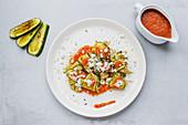 Zucchinihäppchen mit Ziegenkäse und Tomatensauce