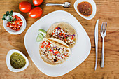 Tacos mit Gemüsefüllung und Limetten (Mexiko)