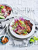 Gegrilltes Steak mit Kimchi Crunch Slaw (Korea)
