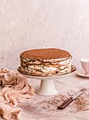Crepes-Torte auf Tortenständer