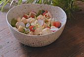 Hähnchensalat mit Knoblauch und Quittengelee zubereiten
