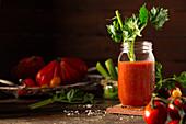 Tomatensaft mit Staudensellerie