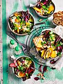 Baked Eggs mit Regenbogen-Mangold und Knoblauch