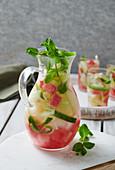 Infused Water mit Gurken und Melone