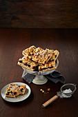 Kirsch-Streusel-Kuchen mit Puderzucker