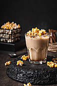 Coffee with caramelized popcorn
