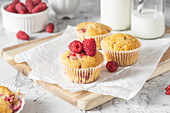 Almond muffins with raspberries