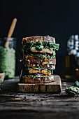 Sandwich with pesto, roasted beetroot, lamb's lettuce and grilled halloumi