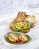 Curry-Brotaufstrich mit Austernpilzen, Hirse und Radieschen