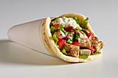 Pita-Wrap mit Hähnchen und Tzatziki