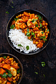 Chickpea curry with turmeric, cauliflower and sweet potatoes
