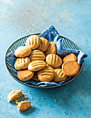 Crunchy oat and ginger biscuits