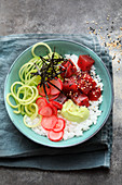 Sushi bowl with tuna, cucumber noodles and radishes