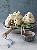 Hom Bao (gedämpfte Hefeteig-Klößchen) mit Pilzfüllung