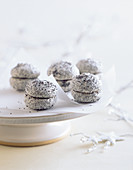 Poppyseed and lingonberry macaroons