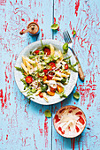 A quick pasta salad with tomatoes, rocket and basil