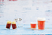 Jägermeister-Bier-Shot und Churchill-Beer-Cocktail (Fußballabend)