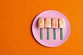 Nigiri-Sushi mit Garnelen am Stiel