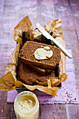 Fine almond butter wholemeal bread (vegan)