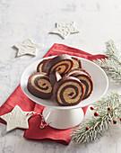 Weihnachtliche Kokos-Cranberry-Roulade ohne Backen