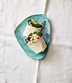 Wraps with lemon, kale and crispy chicken
