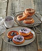 Hefe-Pancakes mit Blaubeercreme