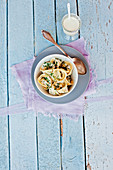 Tortellini mit Mozzarella-Pilz-Füllung