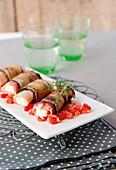 Zucchini-Auberginen-Röllchen mit Schinken und Mozzarella
