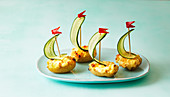Gratinated potato boats with cucumber sails