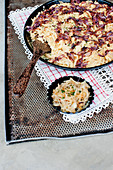 Soft cheesy egg noodles with roasted red onions