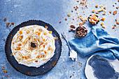 Lebkuchen-Eisbombe mit Eierlikör