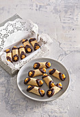 Nut cannolli - Nut tubes with salty caramel