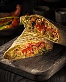 Shawarma mit gebratenem Gemüse und Hähnchen