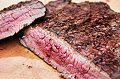 Grilled flank steak (close-up)