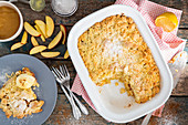 Apfel-Streusel-Kuchen mit Vanilleeis