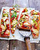 Courgette pizza wit fresh oregano