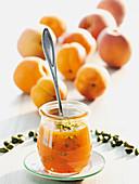 Aprikosentöpfchen mit Pistazien