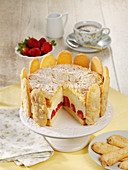 Strawberry cake with almond biscuits