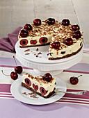 Süßkirschen-Pumpernickel-Torte