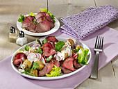 Gebratener Kartoffelsalat mit Roastbeef und Radieschen