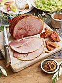 Weihnachtsschinken mit knuspriger Schweineschwarte